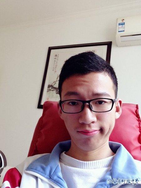 高二(17)班邓哲伟―2015-2016学年度十佳学生