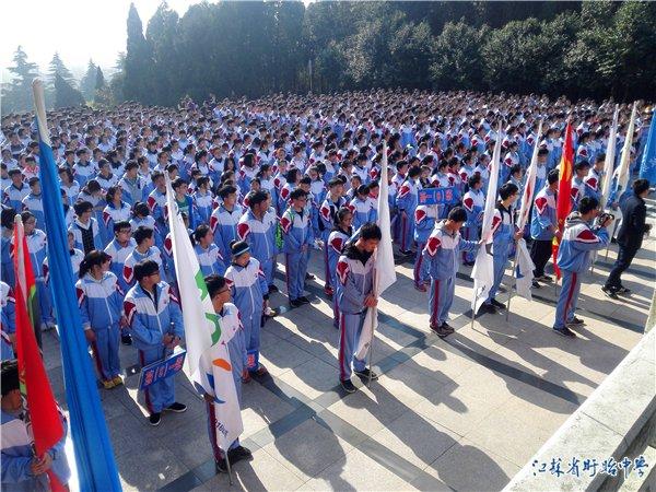 盱眙中学开展祭扫烈士陵园活动